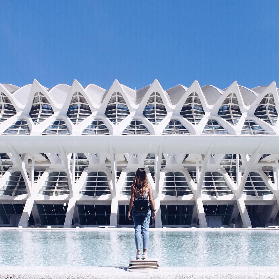 "402 Me gusta, 5 comentarios - N E R E  L Θ U (@nere_lou) en Instagram: ""In presence of the giant 👽~ #artandscience #architecture #future #calatrava #art #design #urban…"""