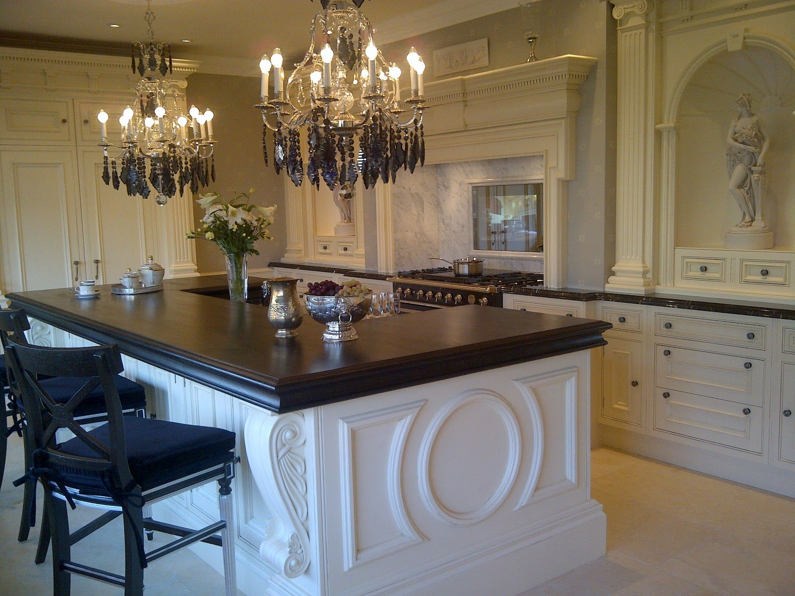 TRADITION INTERIORS OF NOTTINGHAM: Luxury Kitchen By Clive Christian Luxury  Architectural Furniture