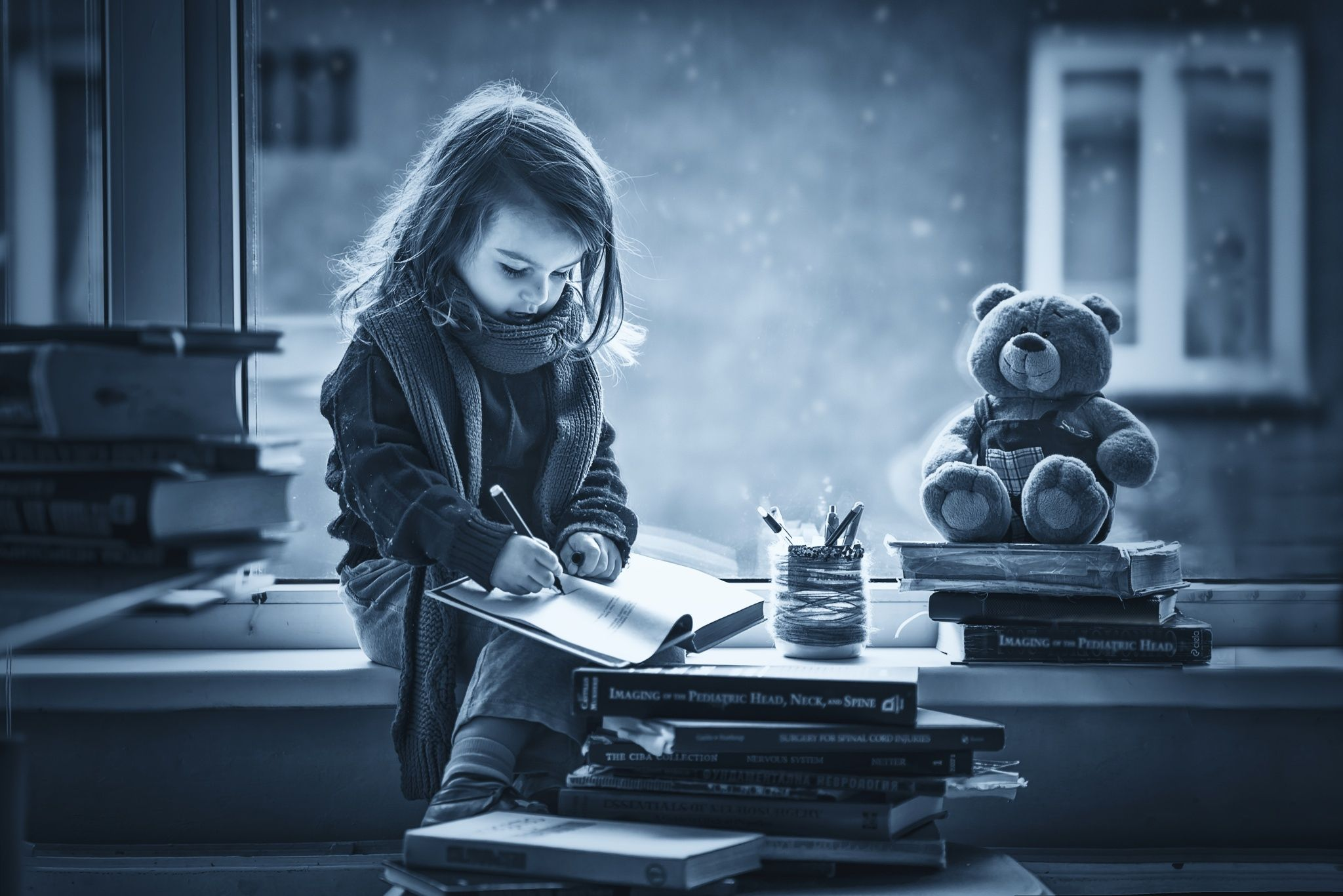 fotograf adorable little girl, writing letter to santa, sitting on a