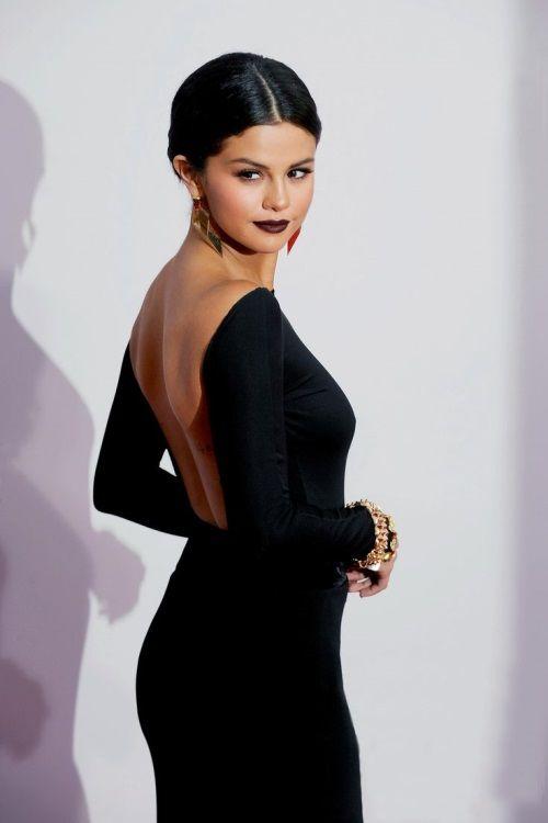 Selena gomez schwarzes kleid kaufen