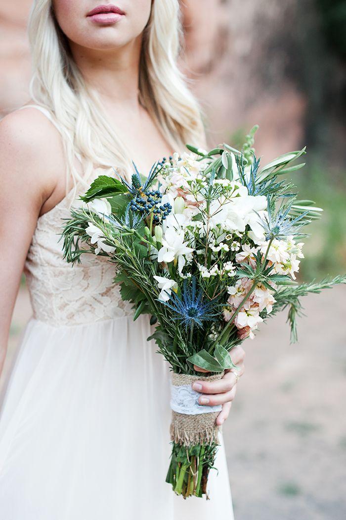 Brautstrau mit blauen Disteln  Brautstrue  Bridal