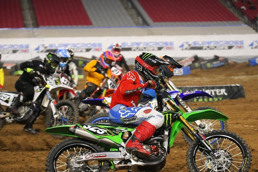 250b Action From Supercrossfutures In Arizona With Stylezrobertson Sprinting Out Of The First Turn Guybmoto And Vitalmx S Bike Pic Motocross Supercross