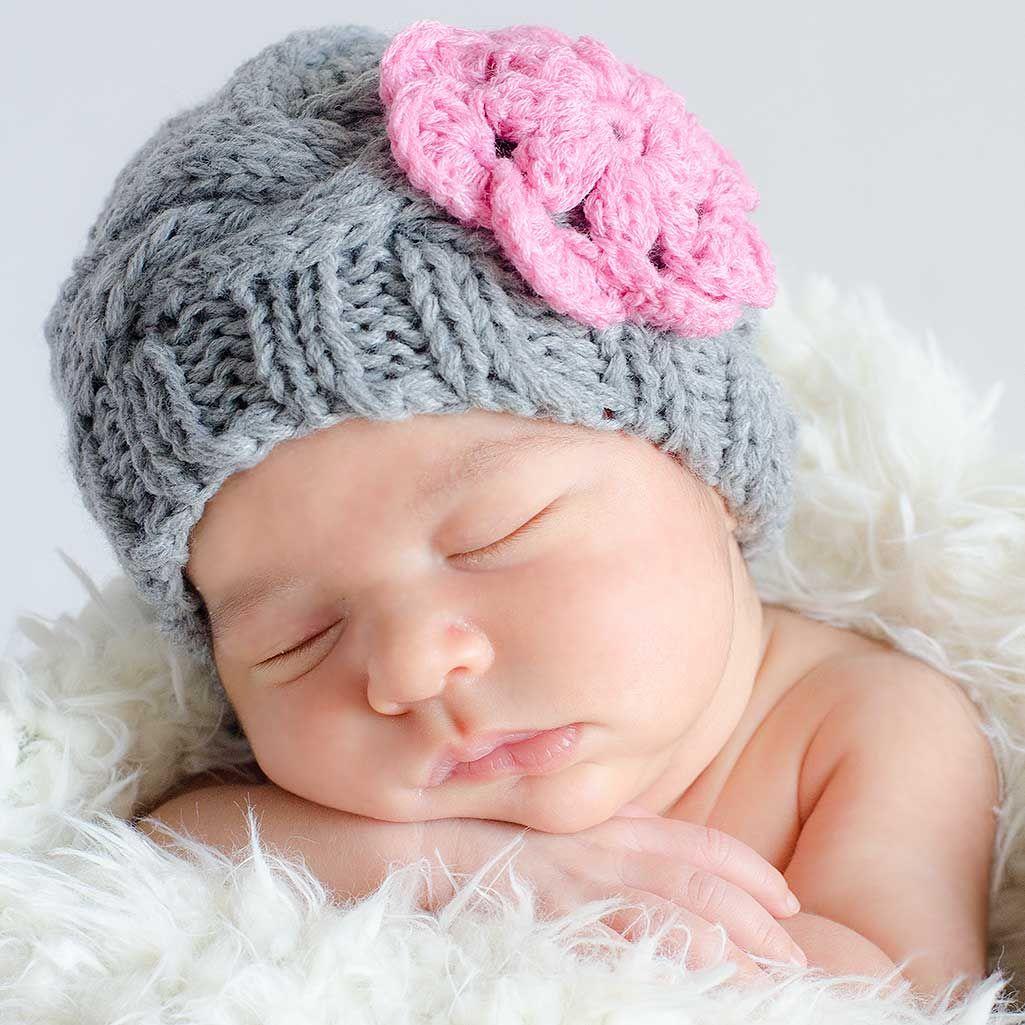 Gorro hecho a mano de crochet de lana gris con flor rosa para recien nacidos gorros crochet - Gorro piscina bebe ...