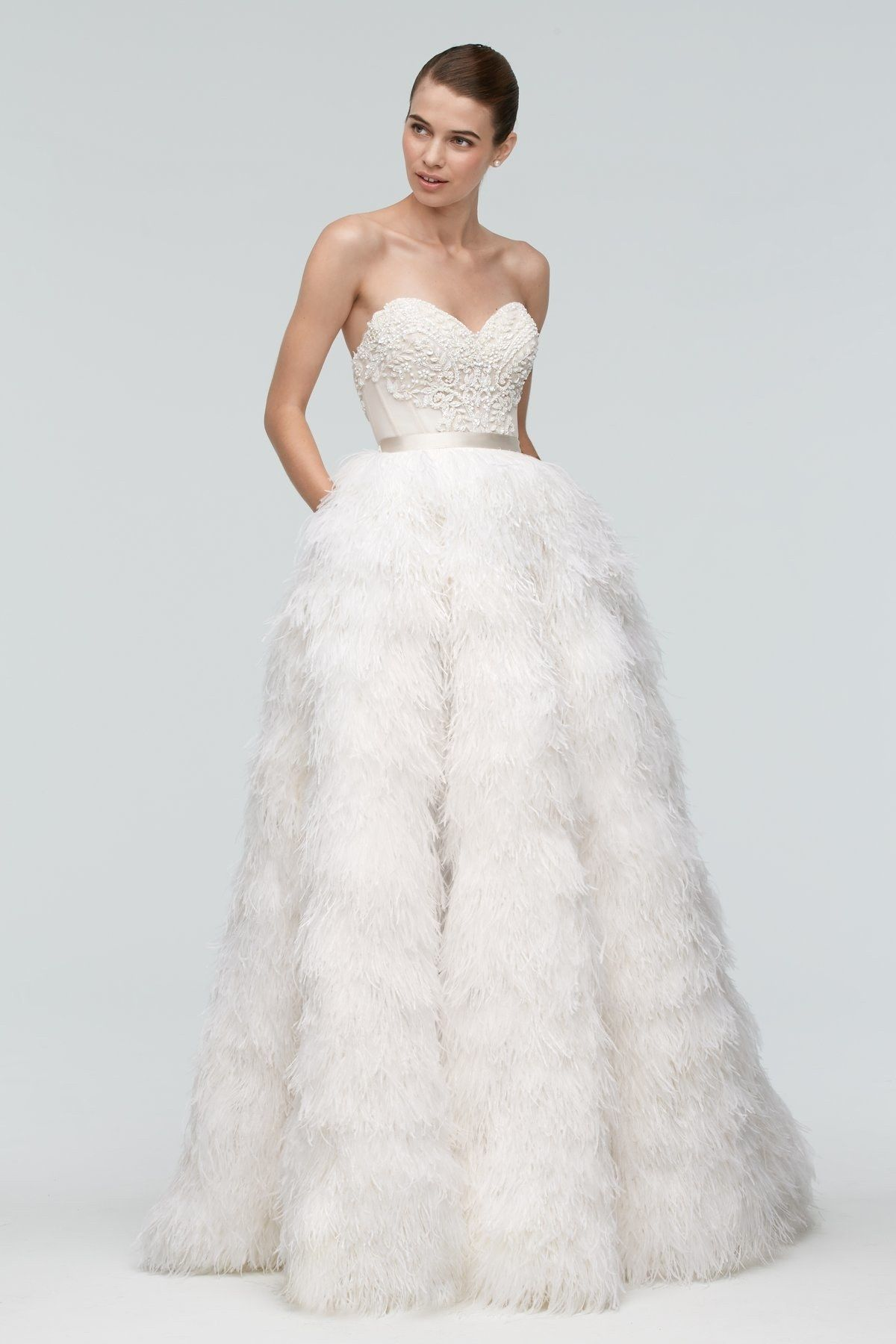 Wedding Dresses With Feathers Are Our Favorite New Wedding ...