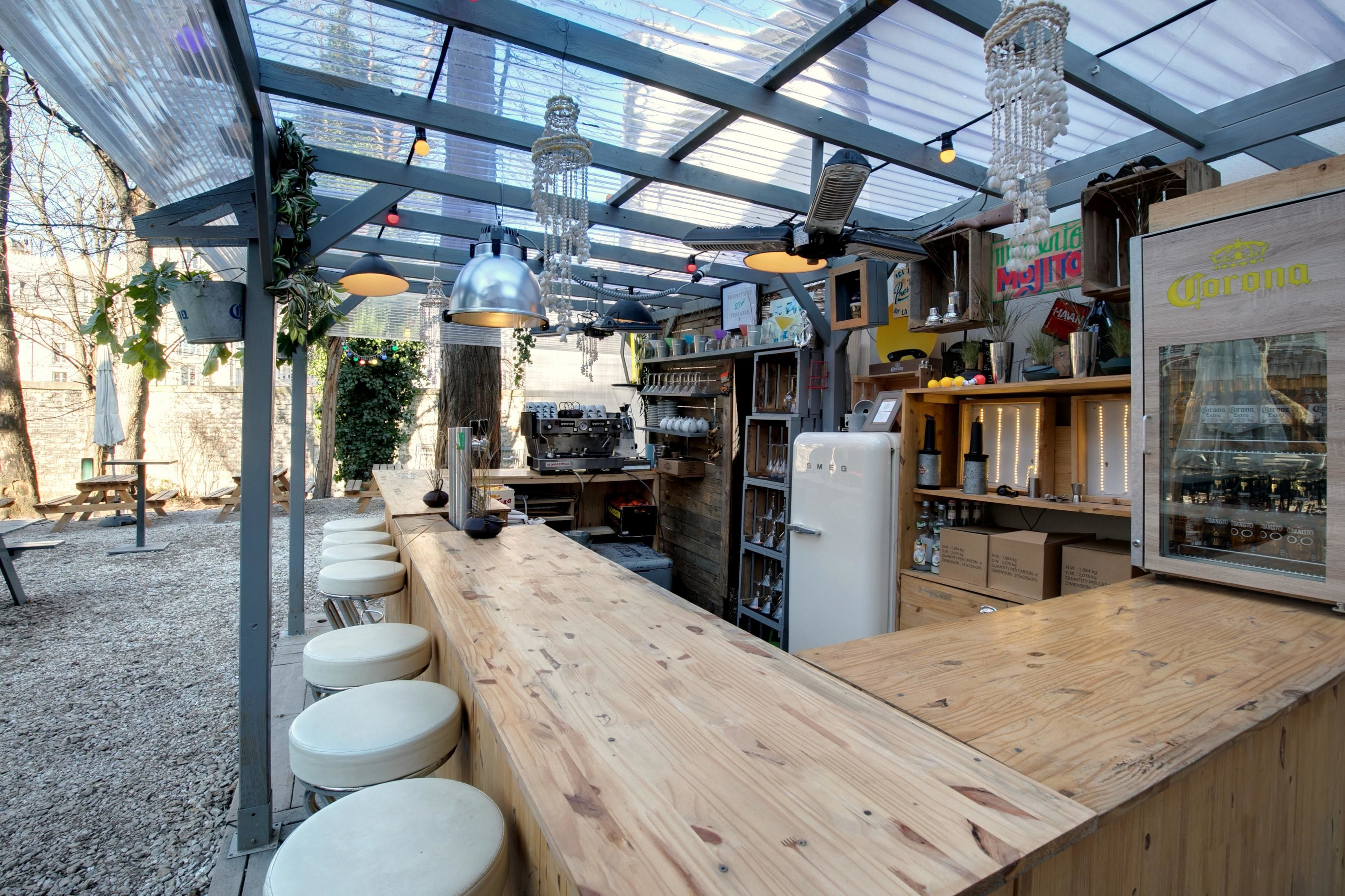 Terrasse Canal Saint Martin bar terrasse paris café a gare de l'est canal st martin