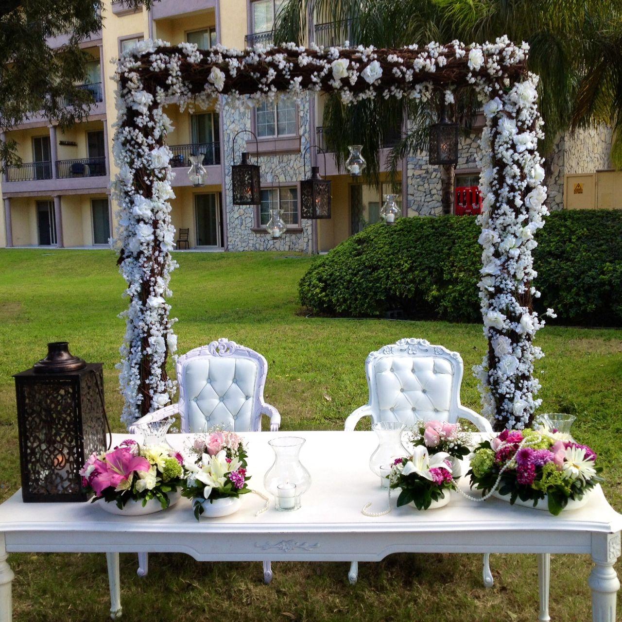 Mesa de novios ambientaci n pinterest bodas for Adornos boda jardin