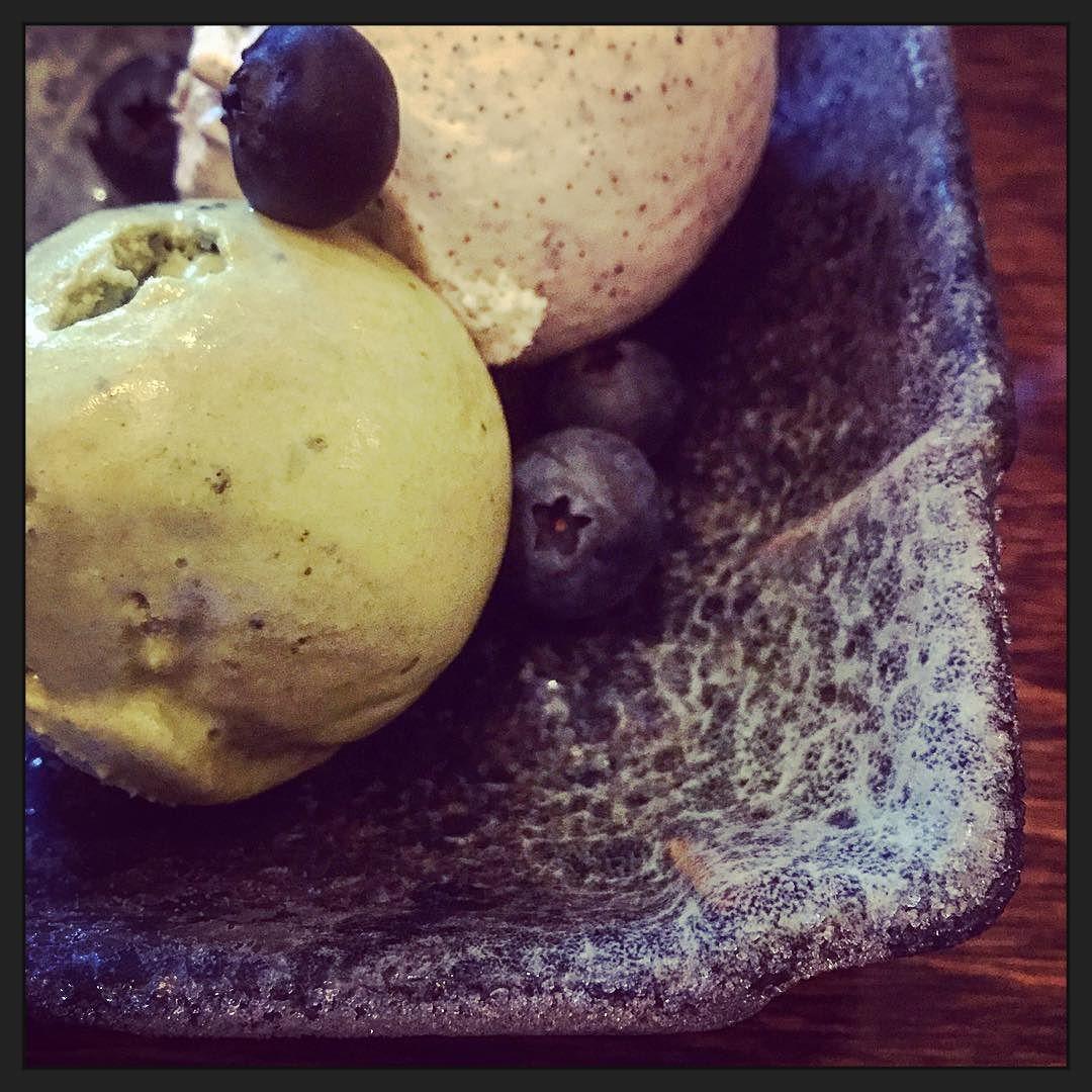 Hmmmm... Ijs van groene thee en sesam... #eten
