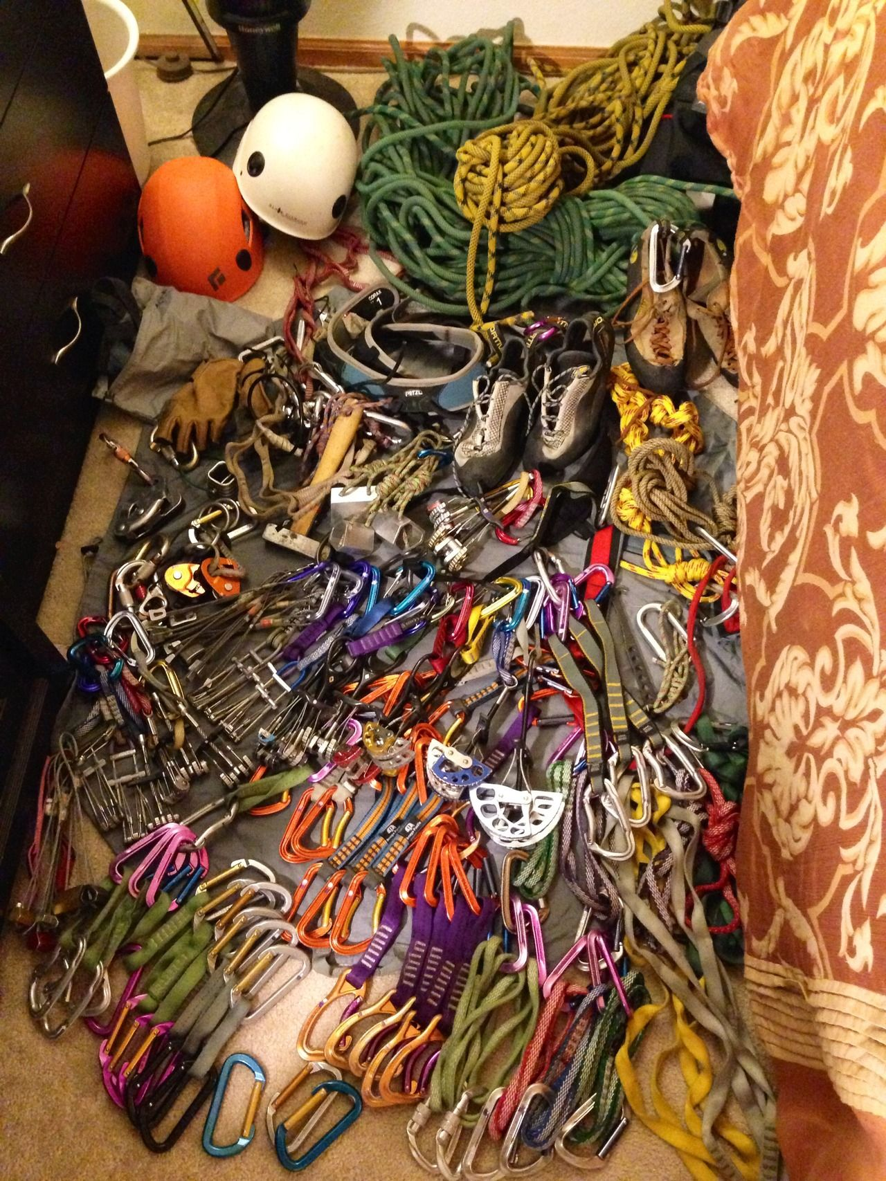 teece303:  Ok, that's everything. Not enough room to spread it out.  I still need to get offwidth gear (#4 Camalot is the biggest I go). And...