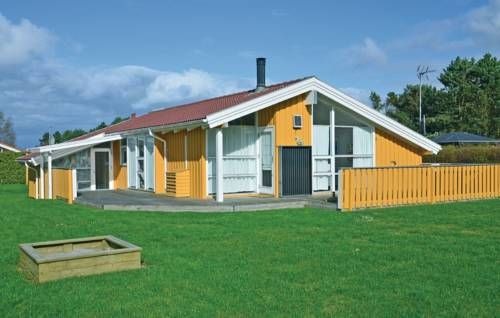 Holiday home Otterup with Sauna 302 Otterup Holiday home Otterup with Sauna 302 is a holiday home with a hot tub, situated in Otterup. The unit is 18 km from Odense.  The kitchen has a dishwasher and a microwave. A TV with satellite channels and DVD player is featured.