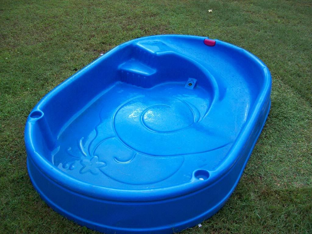 Kiddie plastic swimming pool un day ideas swimming for Plastik pool rund