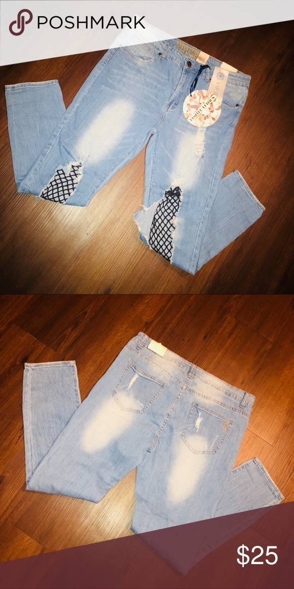 Distressed jeans High waist distressed jeans. Stretchy