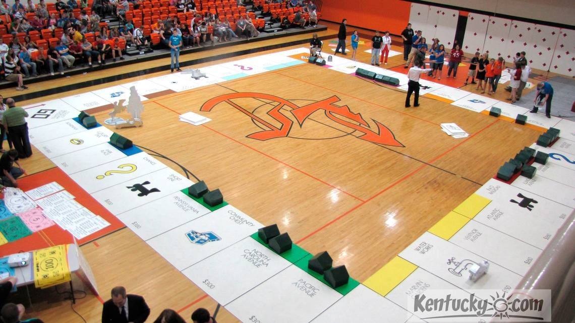 Lynn Camp Students Have Gotten Used To Thinking Big When It Comes To Projects For The Design And Engineering Pro High School Activities Student Gov Pep Rally
