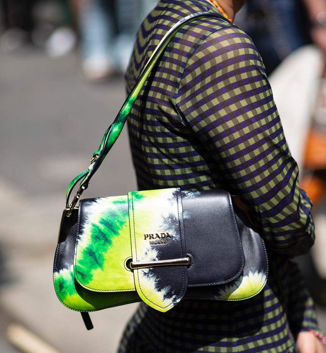 🖤💚 @prada #bag #details #milano #MFW #milanfashionweek #mfw2019  #fashionweek #SS20 #style #streetstyle #fashion #designer #mode #m… |  Trendy bag, Prada, Bags