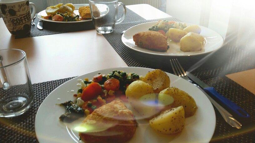 Gesund essen - Kartoffeln mit Gemüse und Fisch