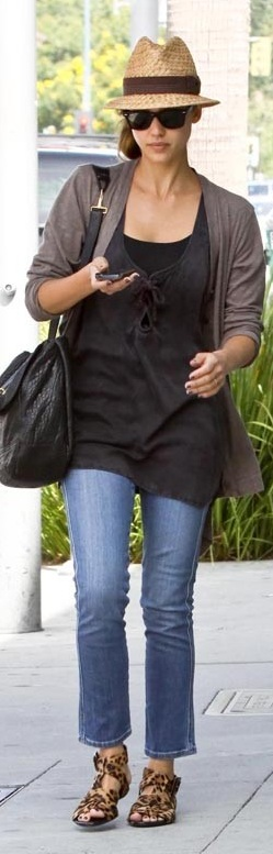 Who made Jessica Alba's leopard flat sandals, cropped jeans, black sunglasses and black purse that she wore in Beverly Hills on August 1, 2010?