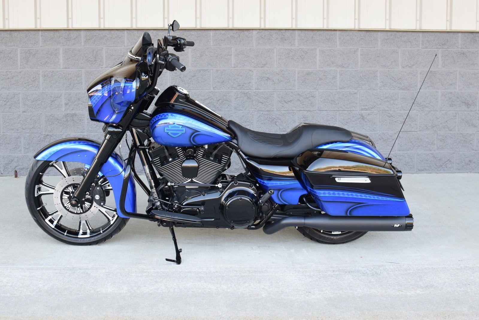 2015 Harley-Davidson® STREET GLIDE CUSTOM - CANDY BLUE BAGGER