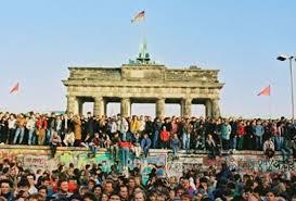 Liberté sur le mur de Berlin ...16 novembre 1989. #murdeberlin Liberté sur le mur de Berlin ...16 novembre 1989. #murdeberlin