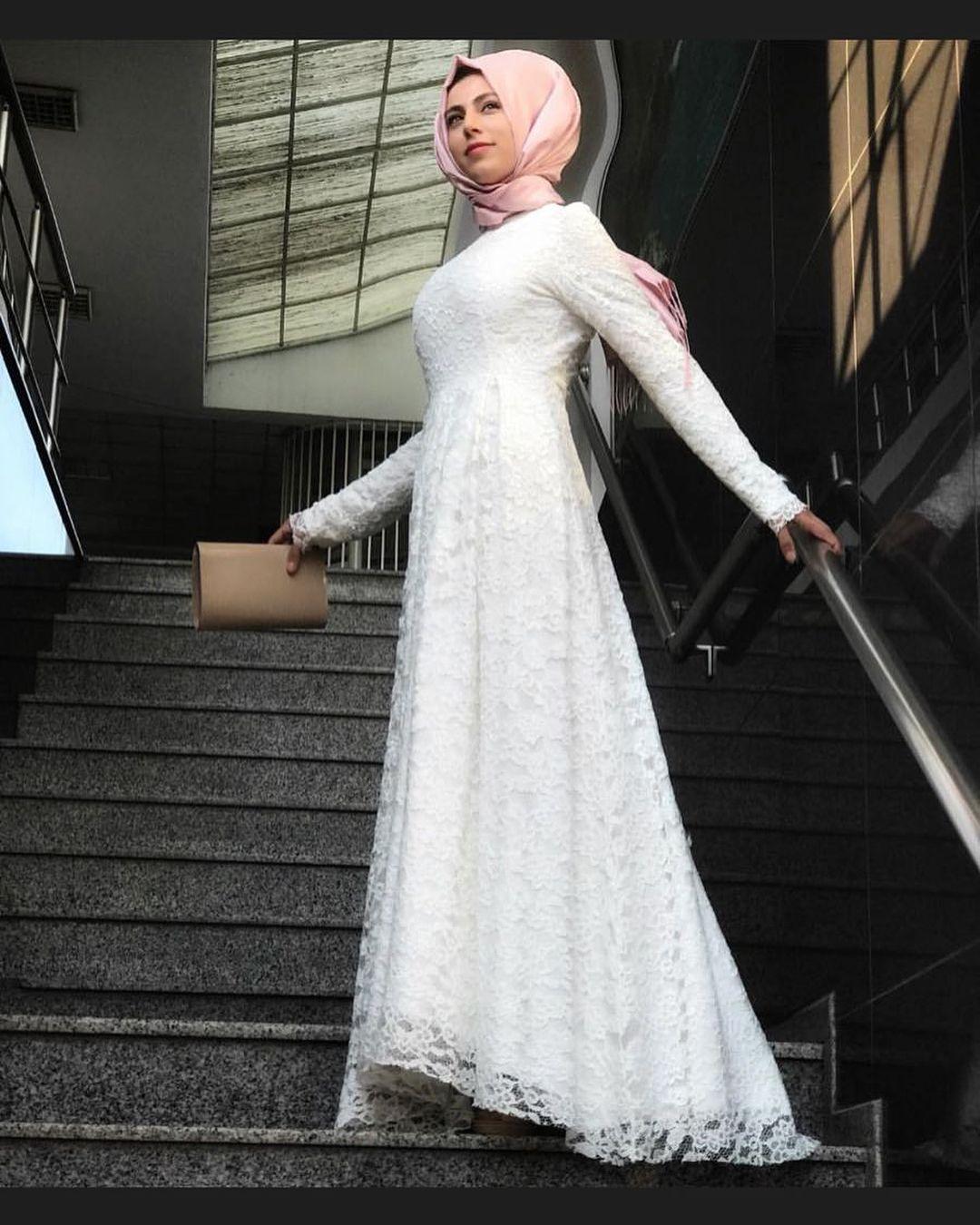 192c35caea646 Çok şık kuyruklu dantel elbise 159.90TL Kargo ücretsiz | Tesettür Elbise