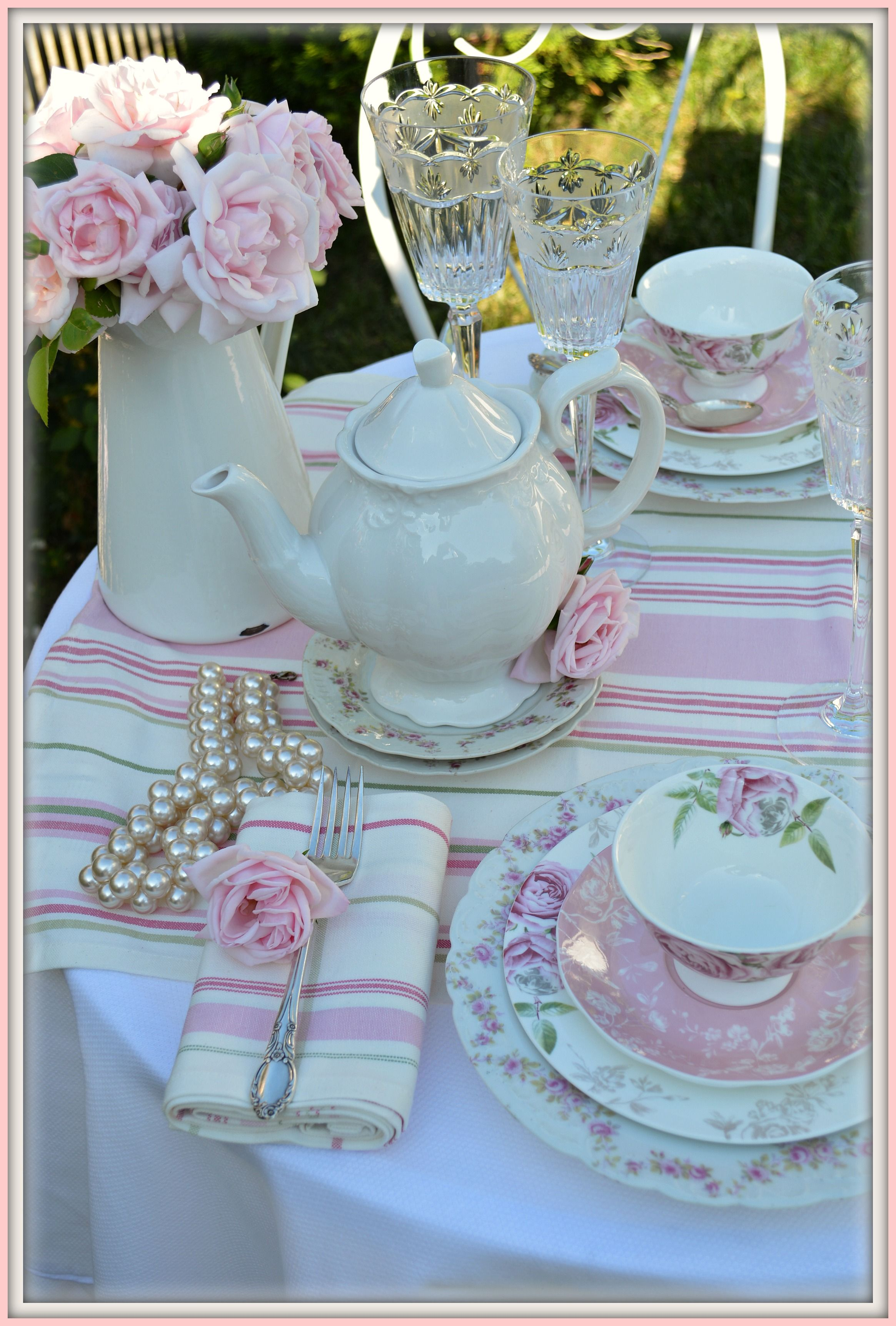 I Like How The Striped Napkins Balances Fl Pattern Of Teacups