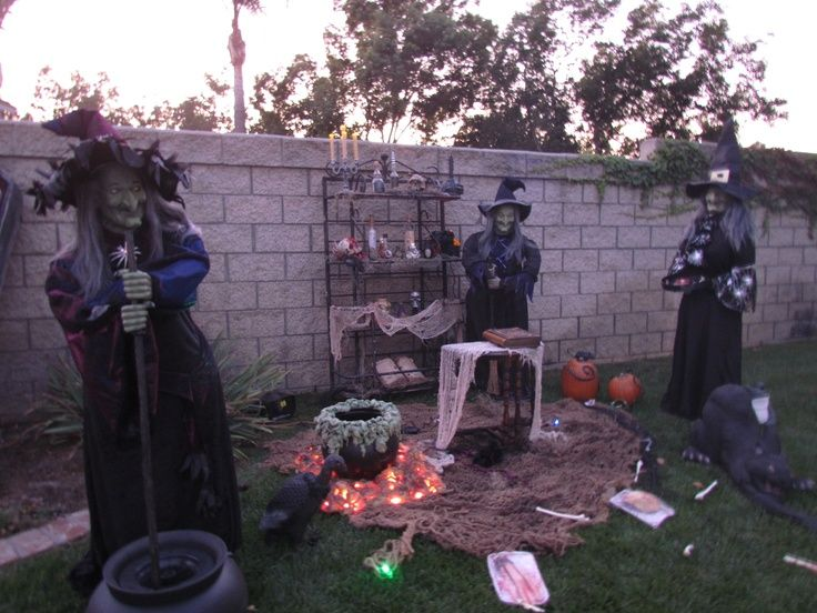 Witch display 2011 Fall Decorating Pinterest Yard decorations - yard decorations for halloween