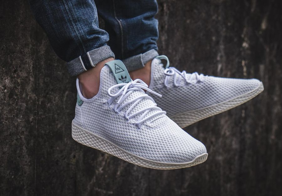 7ee854df682 Chaussure Pharrell Williams x Adidas Tennis Hu Pastel Tactile Green ...