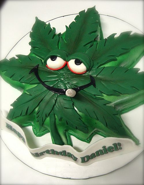Funny Pot Leaf Cake Funny Cakes Xd Pinterest