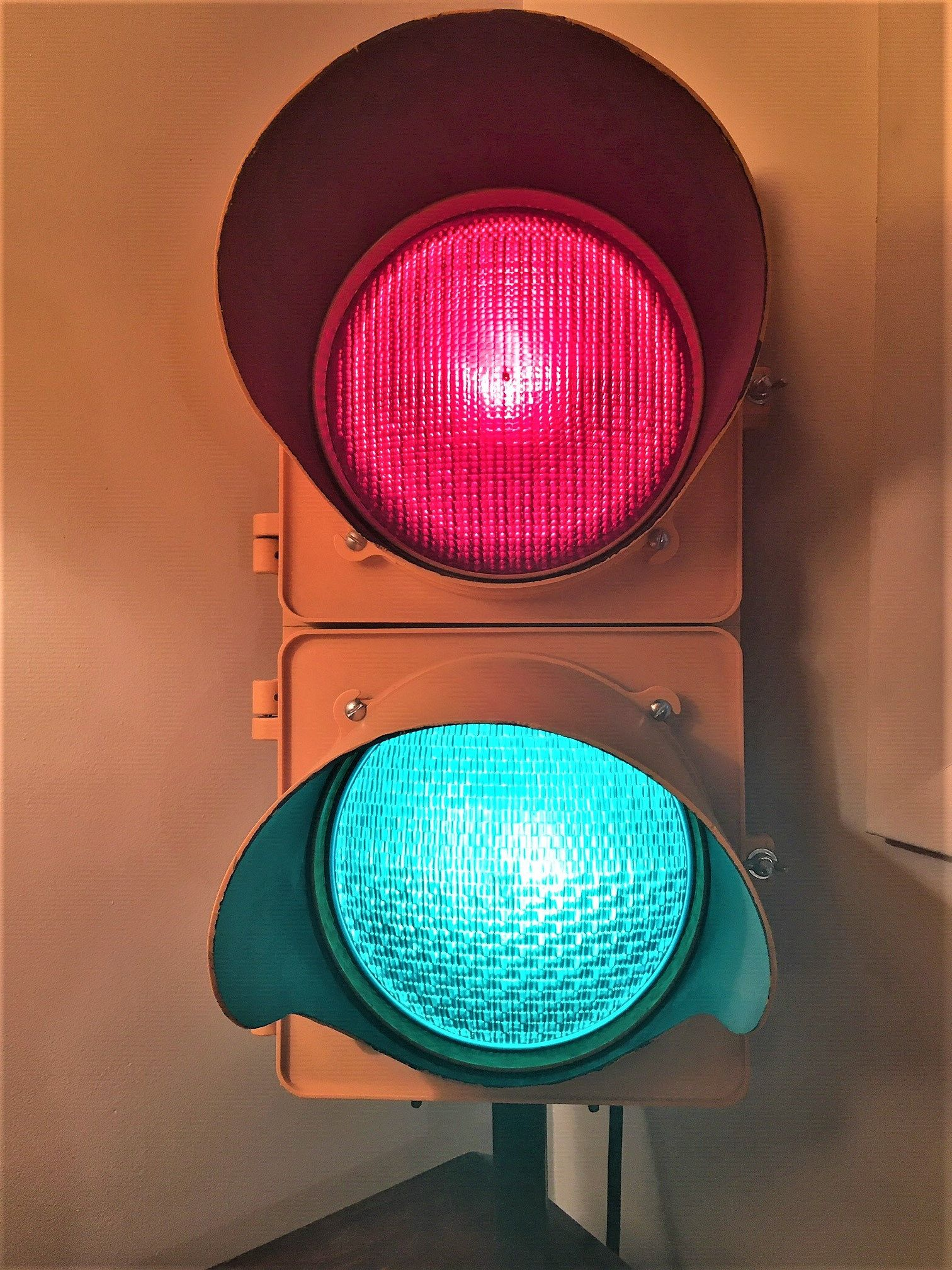 Vintage Mccain Inc Red And Green Traffic Light Stoplight Traffic Lamp Redlight Industrial Decor Hip Wall Hanging Signal Light Retro In 2020 Green Traffic Light Traffic Lamp Stop Light