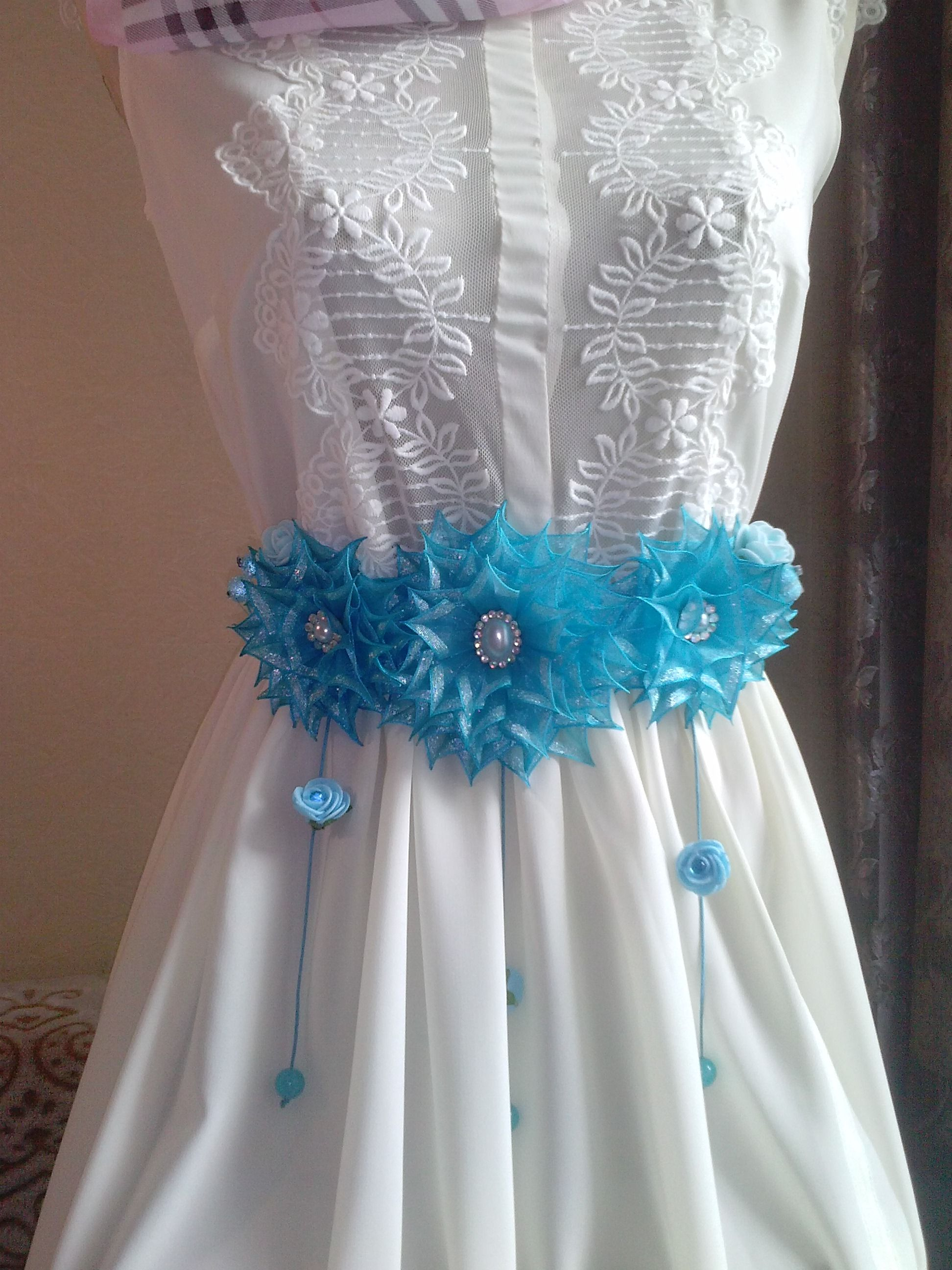 This gorgeous flower girl or bridesmaid sash is made with beautiful