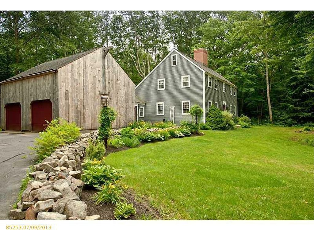 Reproduction House in southern Maine ♥ Colonial house