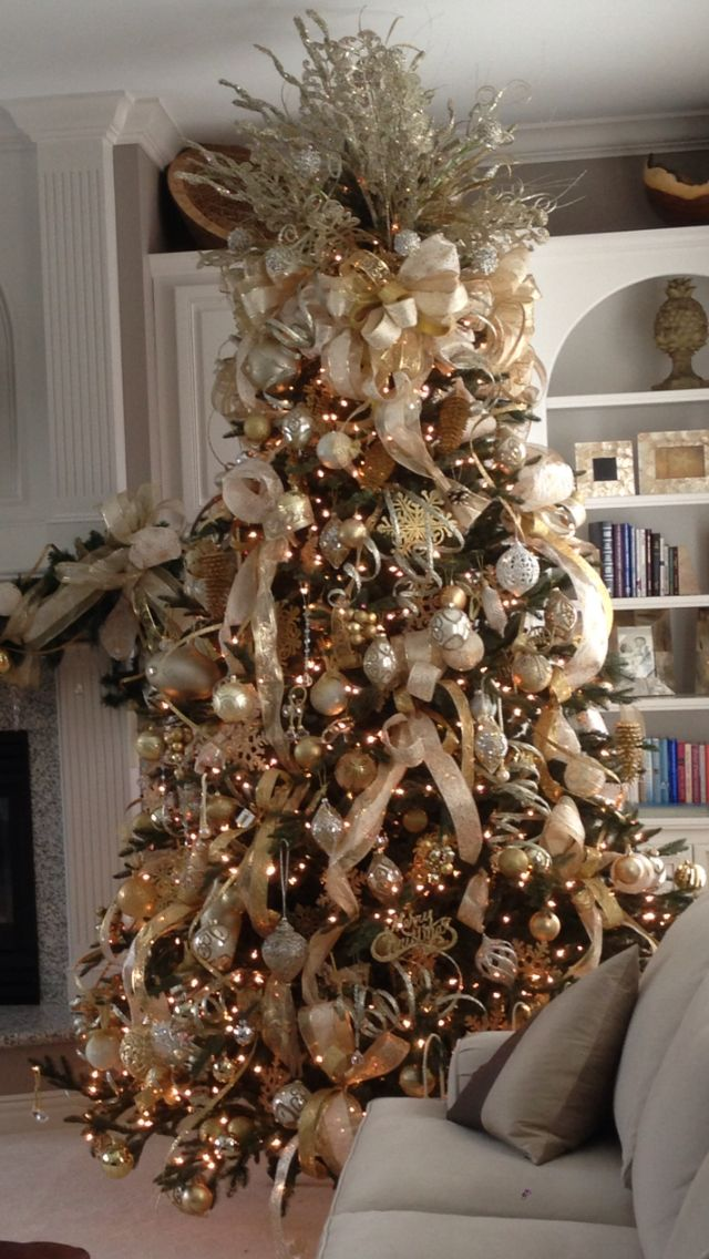 Gold Cream And Champagne Themed Christmas Tree Works Perfectly In This White And Cream Home Elegant Christmas Trees Christmas Tree Themes Gold Christmas Tree
