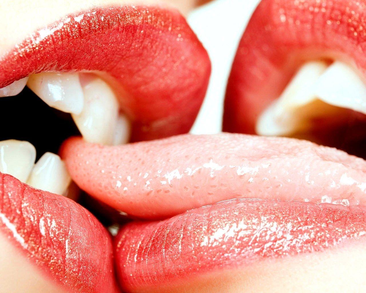 tongue wrestling