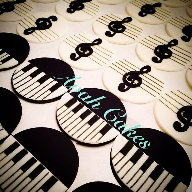 Musical cupcake toppers. Piano keys and musical notes