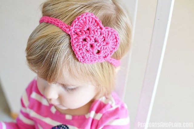 Free Pattern] So Simple And Sweet Crochet Heart Headwrap | Pinterest