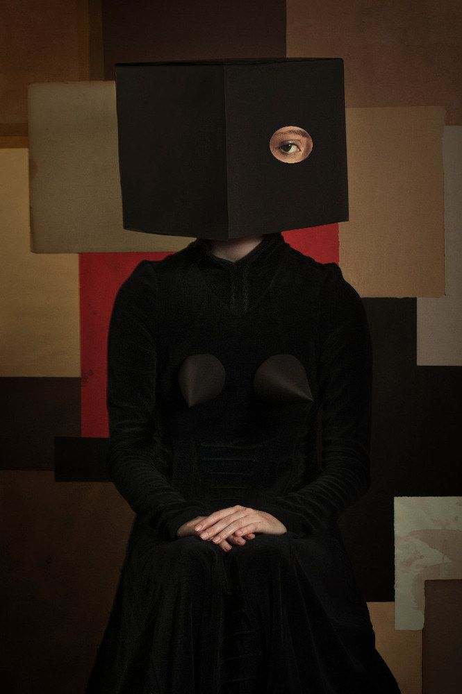 Uncanny Photographic Portraits by Romina Ressia .