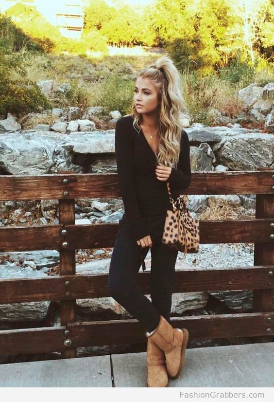 Cute all black outfit with UGG fas boots