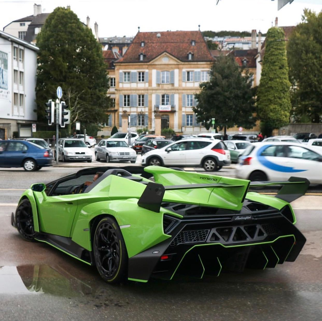 Bon Lamborghini Veneno Roadster Painted In Verde Miura W/ Exposed Carbon Fiber  Photo Taken By: