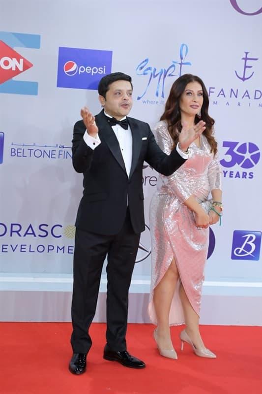 في ظهور نادر زوجة محمد هنيدي في حفل ختام مهرجان الجونة السينمائي صور بوابة الأهرام Style Fashion Formal