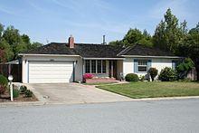 Garage of Steve Jobs' parents on Crist Drive in Los Altos, California #freereadingincsites