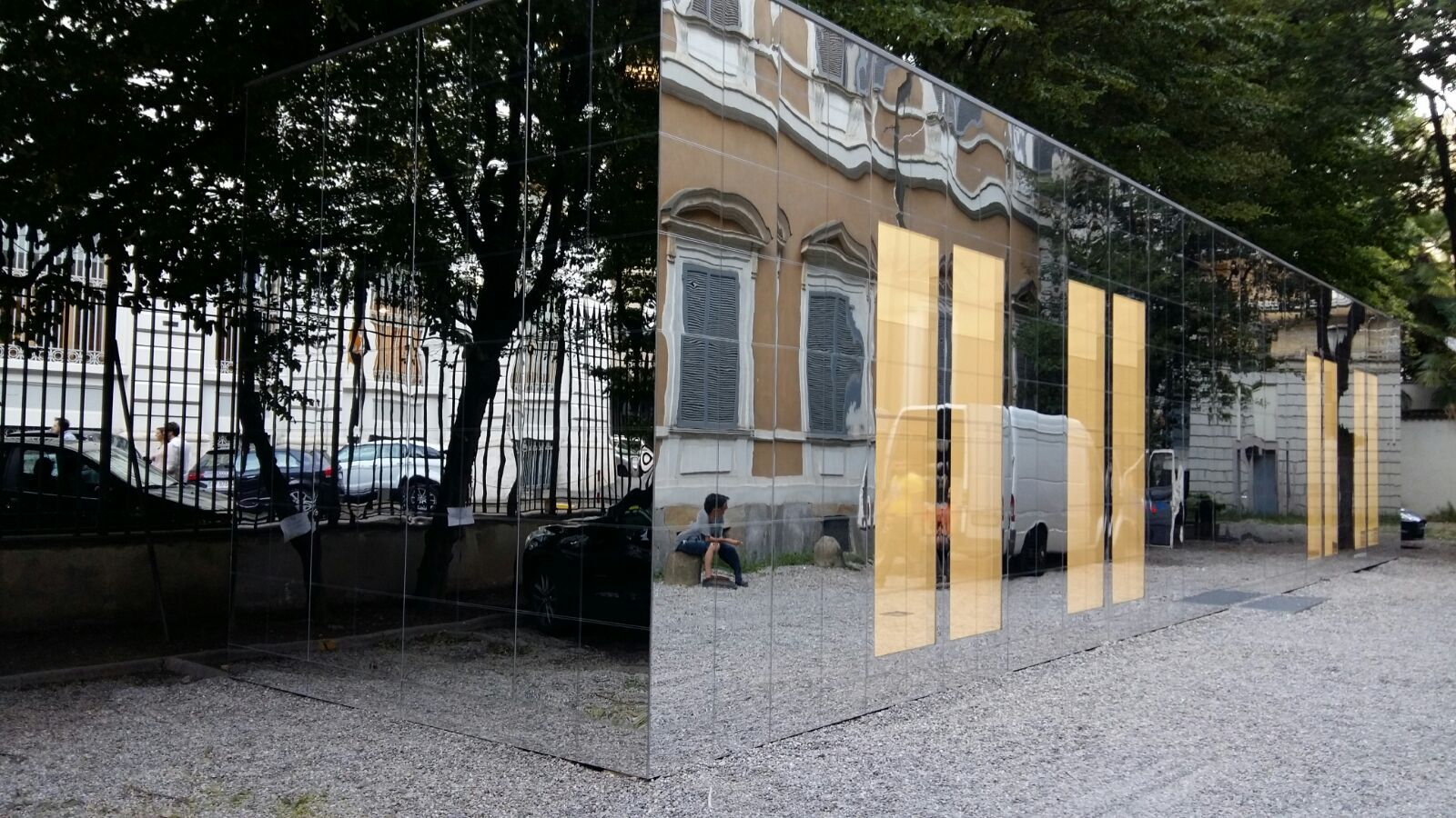 dc6273e3f2e4 The amazing  temporary  showroom made by Fusina for  OffWhite in  Milano  reassembled in  Milan (project  Family New York)  lightarchitecture   mirroreffect   ...