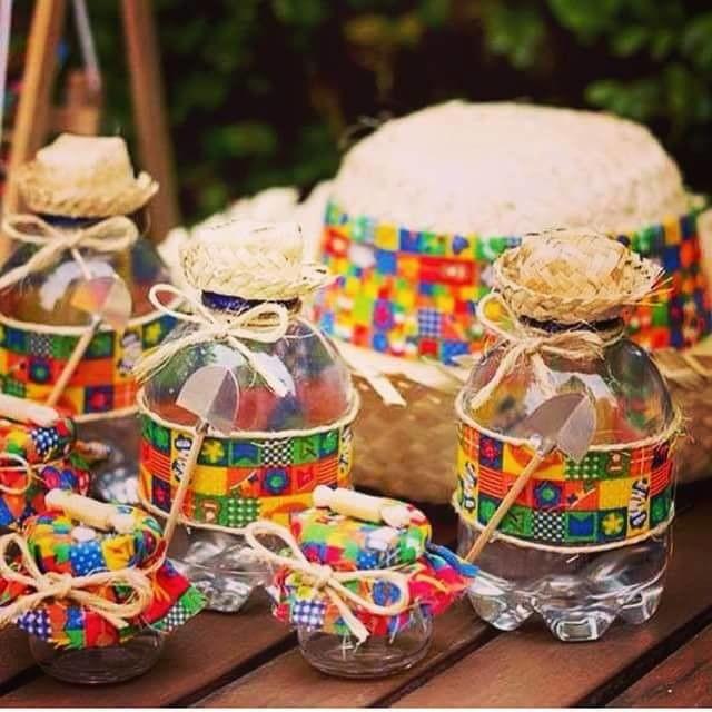 Mini chapéu de palha com lacinho  br    NO MOMENTO SÓ TEMOS SEM FRANGINHA  EM VOLTA     br   br Ideal para festas com o tema de fazendinha 355f499ac0e