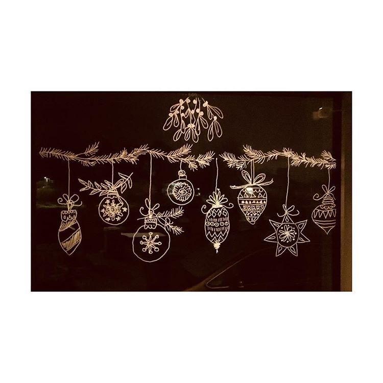 Weihnachtsbilder Tannenzweig.Angemalte Fensterdeko Kreidemarker Diy Fensterdeko Fenster Deko