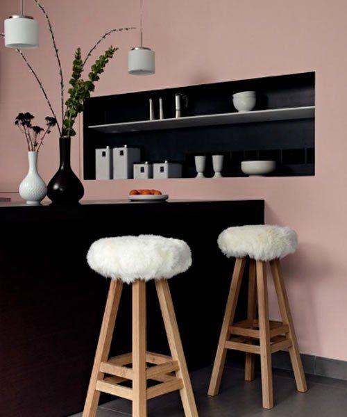 Un mur rose pour une cuisine noir. | Du rose dans la déco ...