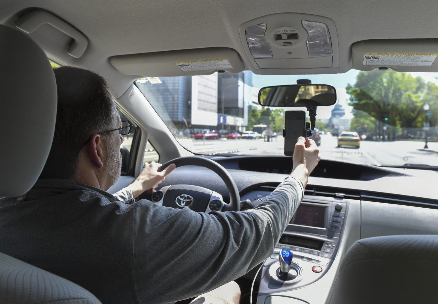 Uber aims to put more deaf drivers on the roads Asl