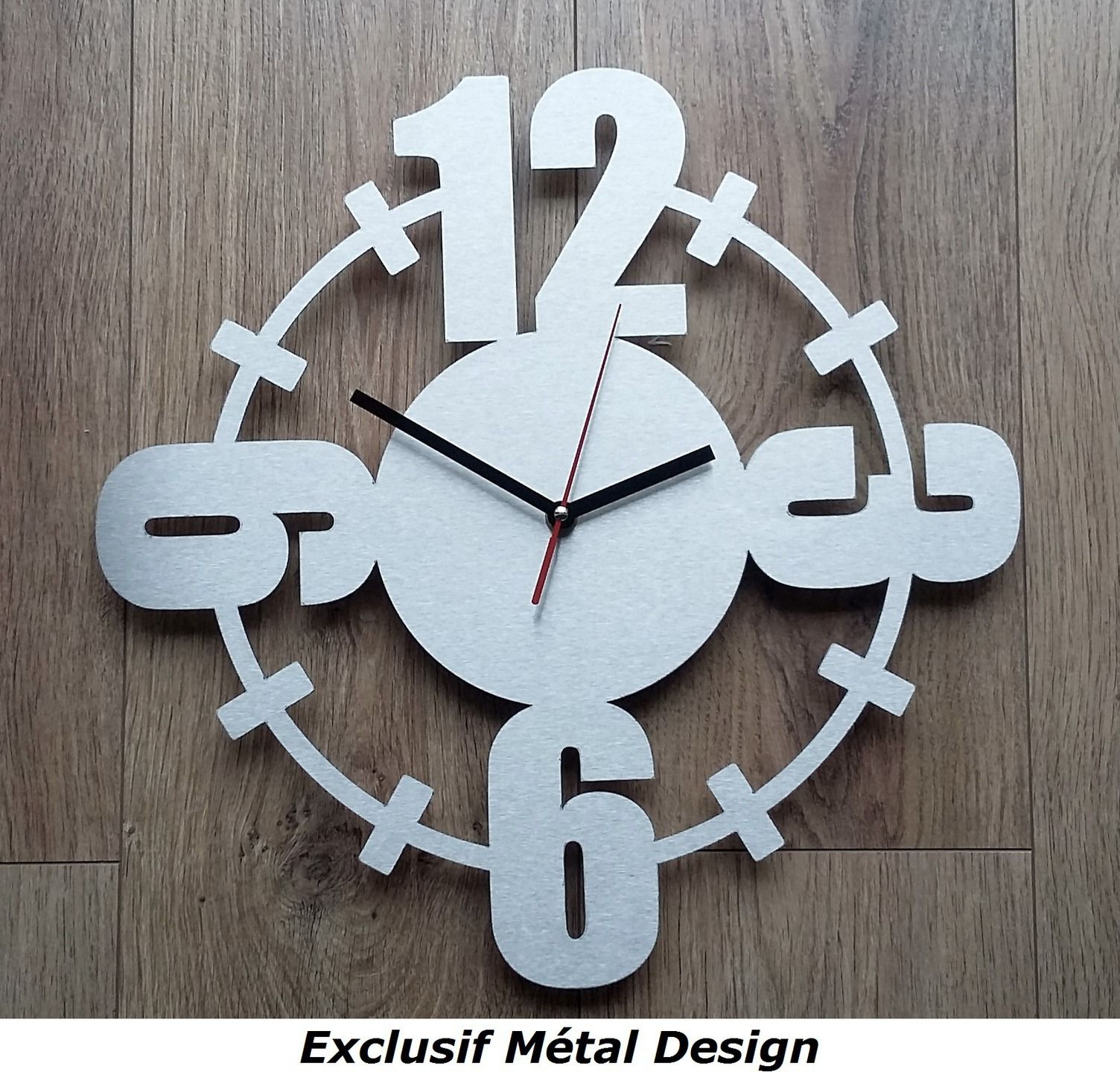 horloge contemporaine gros chiffres inox d corations murales par exclusif metal design id es. Black Bedroom Furniture Sets. Home Design Ideas