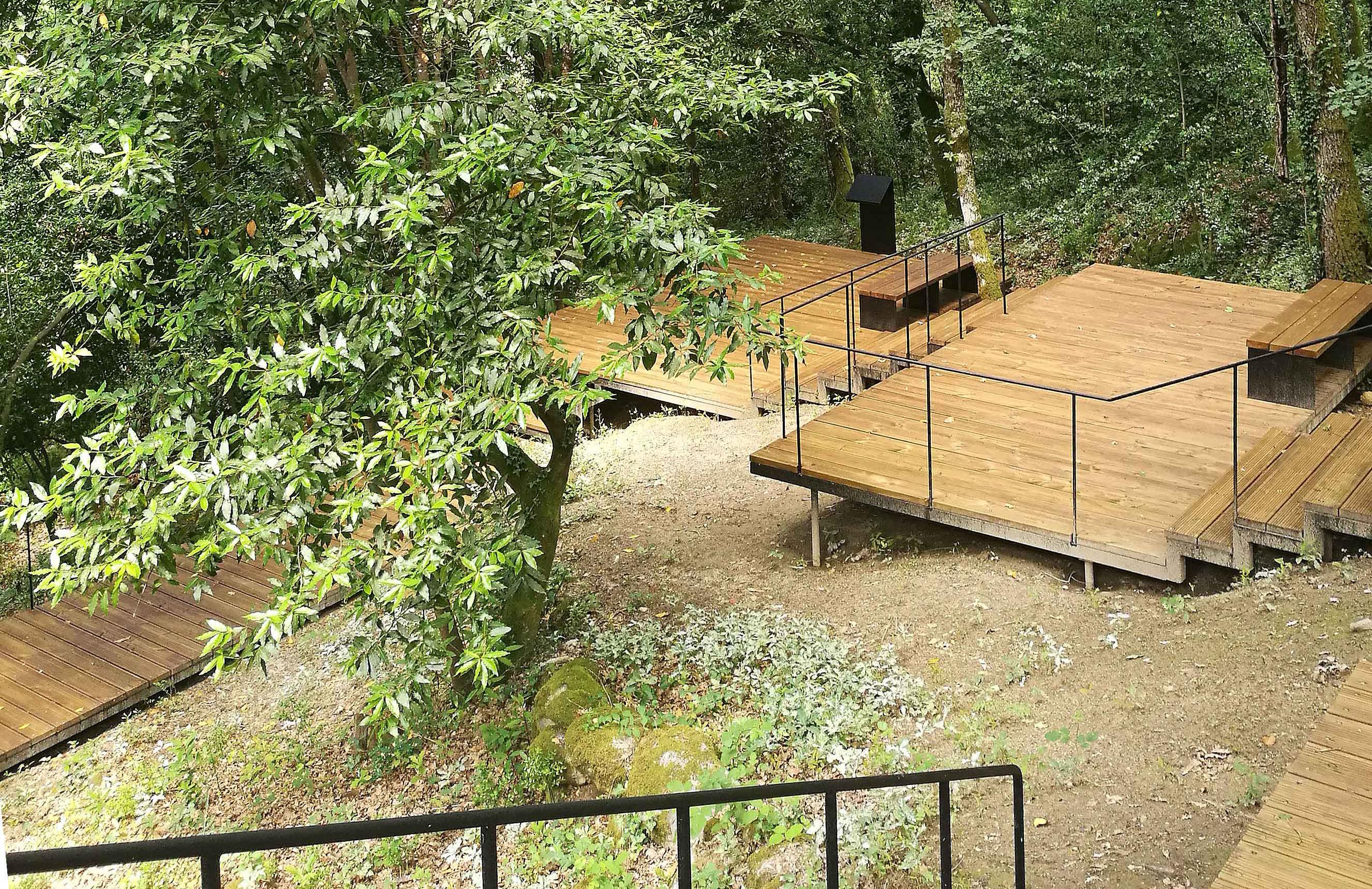 👀 ¡Proyecto en madera! ¡Sendero Peatonal! ¿Qué te parece el Sendero Peatonal de Müller Feijoo, Müller Feijoo? El proyecto creado en las cercanías del Balneario de Cortegada (Orense) propone un recorrido por el bosque 🌳 a través de la construcción de pequeñas pasarelas de madera. 🌱 ¿Quieres conocer más? Descubre este proyecto y su entorno inigualable 👆. #woodlover #wooddesign #proyecto #profesionaldelamadera #woodiswood #growth