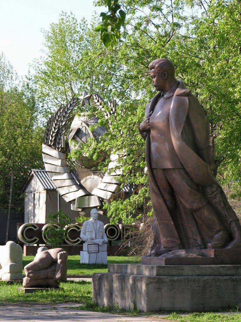 Panoramio - Photo of Monument to Stalin in Fallen Monument Park | Fondos  para flyers