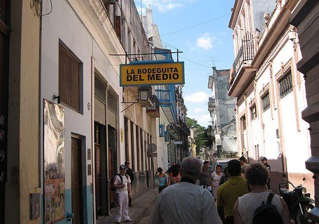 La Bodeguita Del Medio La Habana Vieja La Habana Cuba Paseos Por La Habana Com Havana Cuba Cuba Scenes