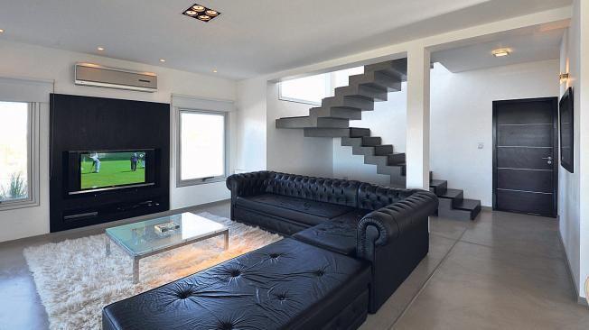 Sofa clasico salones pinterest escalera interior de - Escaleras modernas interiores ...