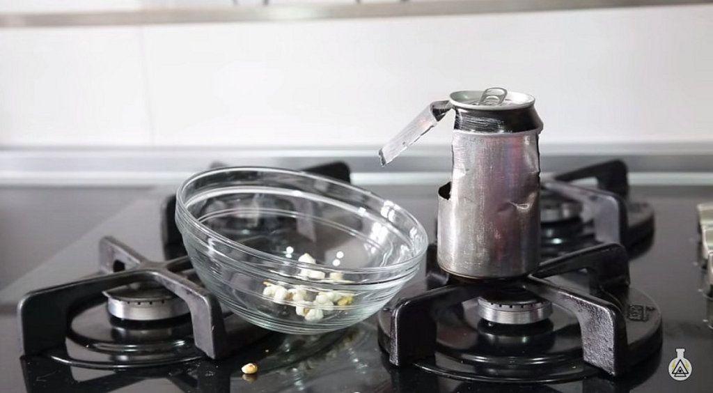 Cómo hacer palomitas de maíz con una lata de refresco. ¿No lo has ...