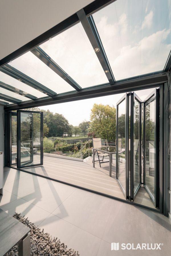 Wohnzimmer zu klein? Durch den Anbau eines #Wintergartens wird der Raum nicht nur größer, sondern auch hell und freundlich. Ideen gibt es bei #Solarlux! #Überdachungterrasse